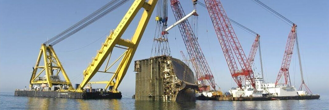 Carrier Vessel Crash Crane